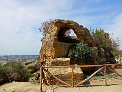 photo - Early Christian Burial Tomb, Valley of the Temples (Jassy-50) Tags: photo valleyofthetemples agrigento sicily italy citywall wall crypt burialtomb arcosolium christiantomb tomb fence unescoworldheritagesite unescoworldheritage unesco worldheritagesite worldheritage whs