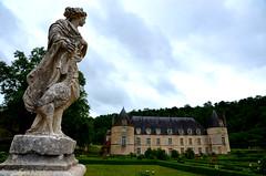 Château de Bussy-Rabutin (RarOiseau) Tags: bussyrabutin château parc statue 2014 histoire sculpture