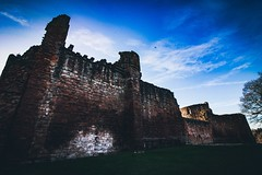 Bothwell castle (jessica.rose93) Tags: buildings beautiful pretty lanakshire winter landscape canon canon7dmarkii 1018mm colour uk scotland ruins castle bothwell bothwellcastle