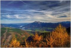 Blick über den Wolfgangsee (Karl Glinsner) Tags: österreich austria outdoors himmel sky wolken clouds berge mountains gebirge postalm wolfgangsee herbst salzkammergut salzburg