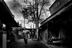 A city 403 (soyokazeojisan) Tags: japan osaka city bw street people blackandwhite monochrome analog olympus m1 om1 28mm film trix kodak memories 1970s