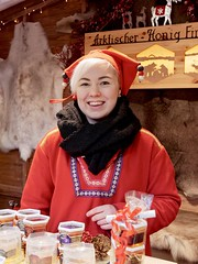 Honey! (mikehaui60) Tags: panasoniclumixdmcg81 lumix dmcg81 mft hannover finnland smile christmasmarket honey arcticalhoney portrait