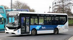 Transdev York 727 YX18KZG at Selby Bus Station with a 42 service to York. (Gobbiner) Tags: selby 42 transdevyork e200mmc drax yorkcountry yx18kzg adl york 727 enviro