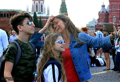 Selfie in Red Square (Mahmoud R Maheri) Tags: people selfie moscow redsquare russia holiday mother children happy