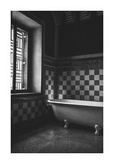 (Miss Nonsenses) Tags: canon casavicenç gaudi blackandwhite monochromatic nobody bw blancoynegro bathroom barcelona