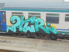 850 (en-ri) Tags: acr azzurro giallo nero stelline train torino graffiti writing