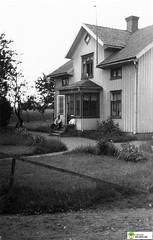 tm_6433 (Tidaholms Museum) Tags: svartvit positiv stuga bostadshus cottage