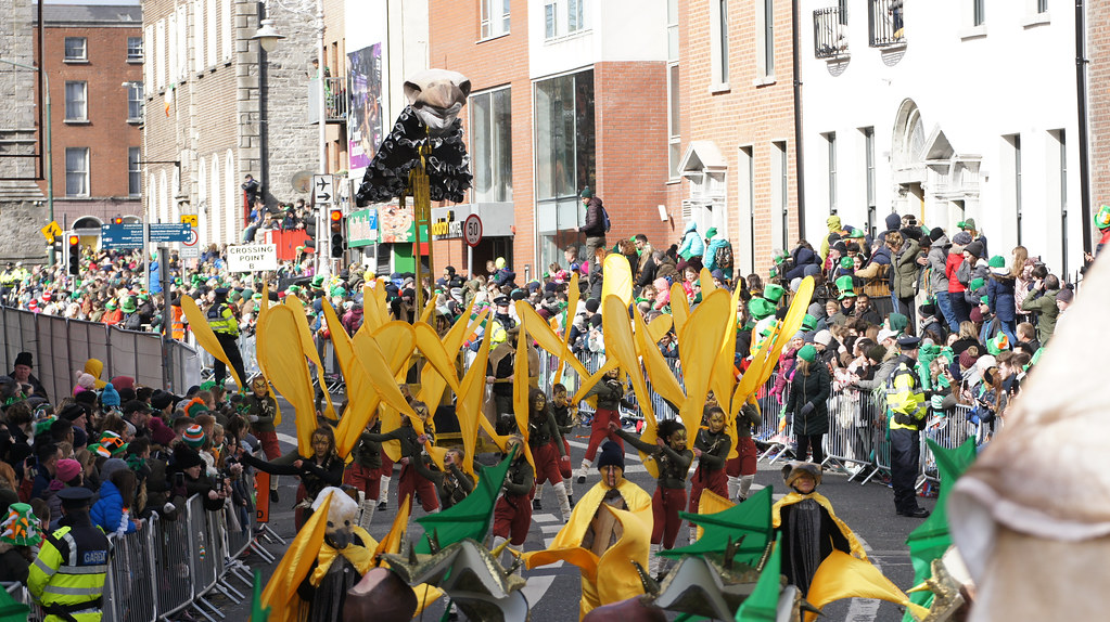 ST. PATRICK'S DAY PARADE MARCH 17 2019 IN DUBLIN BACKSTAGE BEFORE THE PARADE [OLD SONY VG10E CAMCORDER]-150095