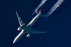 Turkish Airlines Boeing 777-3F2(ER) TC-LJE (Thames Air) Tags: turkish airlines boeing 7773f2er tclje contrail telescope dobsonian contrails overhead vapour trail