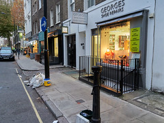 20181115T16-20-22Z (fitzrovialitter) Tags: peterfoster fitzrovialitter city camden westminster streets urban street environment london fitzrovia streetphotography documentary authenticstreet reportage photojournalism editorial daybyday journal diary captureone olympusem1markii mzuiko 1240mmpro microfourthirds mft m43 μ43 μft