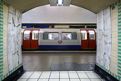 Train alignment - Wood Green (Luke Agbaimoni (last rounds)) Tags: london londonunderground londontube train transportforlondon trains