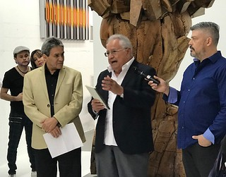 Poet Abel Ibarra listening to gallerist Cesar Segnini very eloquent words about his friend Ruben Osorio Canales. Videographer Miguel Manrique in charge