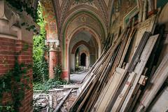 Come un castello di carte (Seb Lo Turco) Tags: abbandono abandonedplaces abandonedcastle decay urbex postiabbandonati