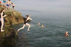Diving (Paul McNamara) Tags: fortyfoot sandycove dunlaoghaire swimmers dublin ireland girl diving