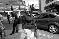 Point and Shoot (Steve Lundqvist) Tags: london londoner londoners londinesi londra england inghilterra uk kingdom united people street portrait streetphotography shooting snap old english inglesi inglese british urban city town chelsea upper class middle woman