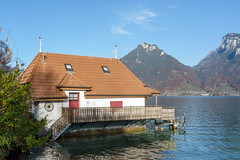 Boathouse (Bephep2010) Tags: 2018 7markiii alpen alpha berg bern bootshaus faulensee herbst ilce7m3 lakethun sel24105g schweiz see sony switzerland thunersee wald alps autumn boathouse fall forest lake mountain ⍺7iii kantonbern ch