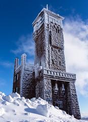 Hornisgrindeturm (Nature_77) Tags: blackforest hornisgrinde hornisgrindeturm sasbach schnee schwarzwald winter snow schöneswetter ausflugsziel aussichtsturm schöneaussicht bauwerk winterwonderland nordschwarzwald wolken clouds nebel blauerhimmel mummelsee hochmoor bergrücken westweg