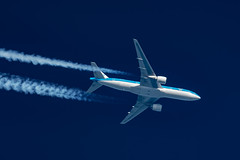 KLM Boeing 777-206(ER) PH-BQI (Thames Air) Tags: klm boeing 777206er phbqi contrail telescope dobsonian contrails overhead vapour trail