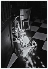 Pentax Auto 110 (1978) (Black and White Fine Art) Tags: pentaxauto1101978 pentax11018mmf28 pentaxmini pentax 110format formato110 smallformat formatopequeño aristaedu100 sanjuan oldsanjuan viejosanjuan puertorico bn bw triciclo tricycle shadows sombras light luz silla chair