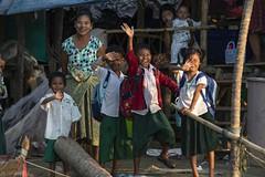 Happy Family - Saluen River (Captures.ch) Tags: clear klar day abend evening tag hpaan saleun birma myanmar burma wasser water tree sky river landschaft landscape himmel gras forest baum aufnahme capture