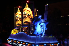"""Monsters, inc - Paint the Night Parade • <a style=""""font-size:0.8em;"""" href=""""http://www.flickr.com/photos/28558260@N04/31109246997/"""" target=""""_blank"""">View on Flickr</a>"""