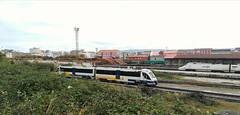Regional , maniobras Tren Hotel y roos cargados (javivillanuevarico) Tags: trenes ferrol feve renfe galicia trenhotelatlántico ribadeo madridchamartin