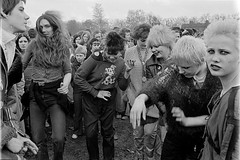H39-33 Rock Against Racism 1978 (hoffman) Tags: protest racistsantiracists rockagainstracismconcert rar lmhr punk youth concert music antinazileague antiracist politics political anl victoriapark activism fashion style punks clothing dress young rebellious 181112patchingsetforimagerights davidhoffman wwwhoffmanphotoscom