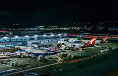 the kangaroo couple (pbo31) Tags: california nikon d810 color night dark black january 2019 boury pbo31 city over airport sanfranciscointernational sfo terminal plane gate travel aviation airline 787 boeing sanbruno sanmateocounty chinaairlines 777 747 level qantas airbus lightstream motion traffic roadway