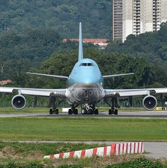 HL7602 - Boeing 747-4B5F(ER) - Korean Air (iseethemail) Tags: hl7602 wmkp wing rwy04 rwy22 runway04 runway22 takeoff terminal flying malaysia malaysiaspotter aircraft airplane airport liftoff boeing boeing744 penangspotter planespotter penang plane penangairport penanginternationalairport aeroplane apron airportterminal aviation aviationspotter aerodrome spotter departure flight ground grass green jet jetengine heavyaircraft koreanair koreanaircargo aircargo blue metalbird 747
