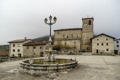 Plaza de Contrasta_Valle de Arana_ (enekopy) Tags: valle de arana contrasta fuente alava plaza