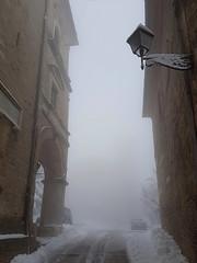 MARCHE. NEVE A CINGOLI. (FRANCO600D) Tags: cingoli marche neve snow inverno freddo cold palazzi bianco white franco600d giorgio lampione winter italia italy italie italien bellitalia