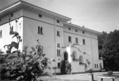 tm_6533 (Tidaholms Museum) Tags: svartvit positiv villa bostadshus exteriör building exterior park