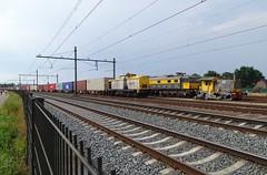 Derailed Little Shunter Sik+ Locomotive 1501 + Big Shunter V100 Loco ! (Treinemanke) Tags: sik ex ns 231 shunter v100 diesellocomotive museumslocomotive 1501 ns1501 class1500 former dutch railways derailed deraild derail ontspoorde kleine locomotief ik spoor niet ikspoorniet accident ongelukje treinen trains zugen eisenbahn