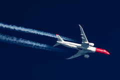 Norwegian Boeing 787-900 LN-LNV (Thames Air) Tags: norwegian boeing 787900 lnlnv contrail telescope dobsonian contrails overhead vapour trail