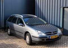 Citroën C5 2.0i 16V Break (Skylark-Photography) Tags: nederland netherlands holland brabant noordbrabant heusden heesbeen citroënforum najaarsmeeting road tree windshield wheel citroën c5 20i 16v break 2003 84lsbs onk