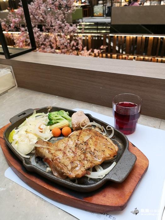 【台北中正】德立莊中庭餐廳- CP值超高平價吃到飽|牛排+自助吧|西門町美食 @魚樂分享誌