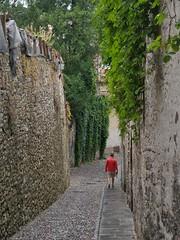 Bergamo | Red Man (Toni Kaarttinen) Tags: italy italia italie italien italio lombardia bergamo rainy rainyday walls man