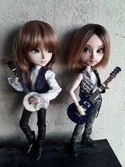 Orco y Ragnar Sanders (Lunalila1) Tags: doll groove taeyang fc oaak custo custom sutura workshop handmade outfit lunalilaclothes clothes nunoya bcn fabric music guitar cavalie ragnar orco sanders enokland pennywisetown pennywise 16 scale