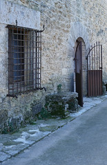 CORTS (Joan Biarnés) Tags: corts finestras porta girona catalunya 294 panasonicfz1000 pladelestany