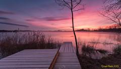 Foc i gel. (Ernest Bech) Tags: catalunya girona pladelestany banyoles estany llac lago panoramic panoràmica aigua water albada sortidadesol sunrise amanecer landscape longexposure llargaexposició llums lights