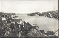 Postkort fra Agder (Avtrykket) Tags: bolighus brygge hus postkort sjø uthus arendal austagder norway nor