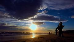 Siluetas a la Orilla del Mediterraneo.- (angelalonso57) Tags: canon powershot g1 x mark ii 125625mm ƒ80 125 mm 11250 100 encuadre perspectiva sky sea water photo capture captado luz