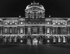 Dans la cour carrée (Daniel_Hache) Tags: night daniel hache paris blanc louvre pyramide cour pyramid nuit noir carree france fr