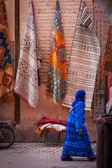 Bussy in Marrakesh (Robert Mehlan - Munich) Tags: canon5dmkii marokko marrakesh woman marocco robertmehlan street