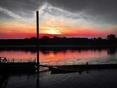 Bring the sun (Maria Terenziani) Tags: sunrise silence mirror