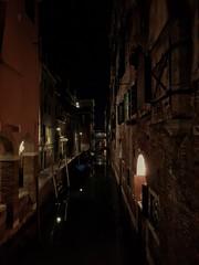 venezia di sera (Wendy_IT) Tags: venezia venice night notte luce luci lights gondola riflessi