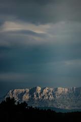 juste un rayon de soleil... (Mireille Muggianu) Tags: bouchesdurhone europe france peypin provencealpescotedazur saintevictoire ciel samsungnx nx500