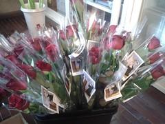 """19.05.2018 al termine delle Messe di sabato,Domenica e Martedì distribuzione delle Rose benedette di S.Rita e della Novena per la pace nei condomini (2) • <a style=""""font-size:0.8em;"""" href=""""http://www.flickr.com/photos/82334474@N06/31107753407/"""" target=""""_blank"""">View on Flickr</a>"""