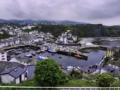 Desde la distancia (la_magia) Tags: agua asturias playas reflejos niebla nubes pueblo luarca arquitectura barcos puerto paisaje naturaleza mar españa montañas