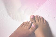 Foot posing (adelgado_7) Tags: pastel foot hue tones contrast